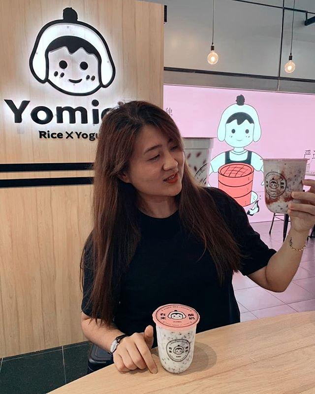 Khách hàng tại Yomie trên Thế Giới